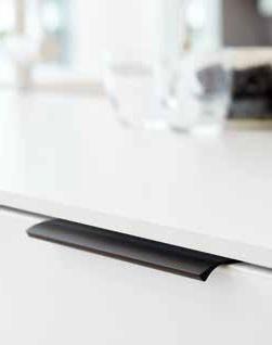 Ручка EDGE Straight 200х40,9х18мм, м/о 2/80мм, антрацит браш